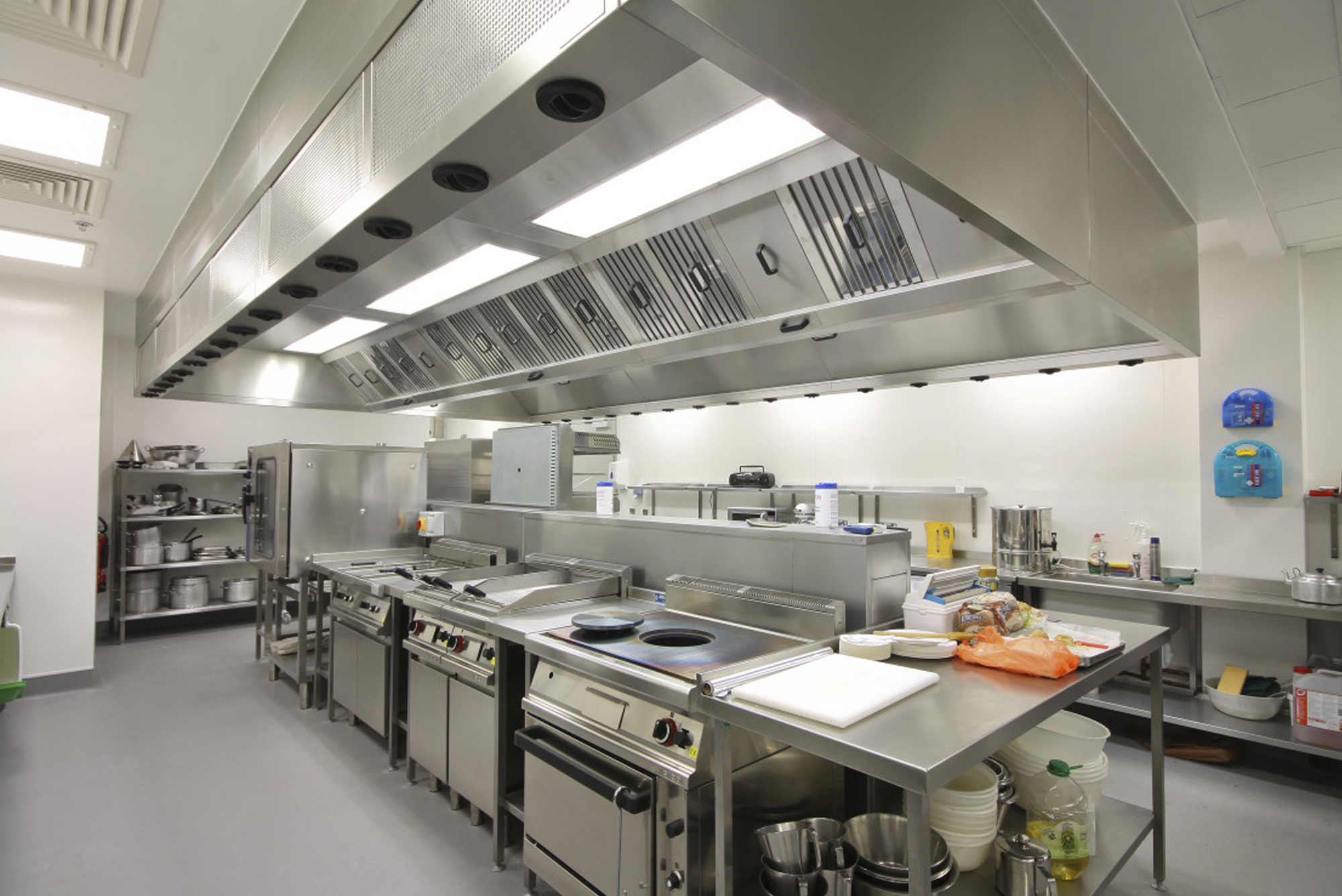 DEEP CLEANING OF KITCHEN EXTRACT SYSTEMS